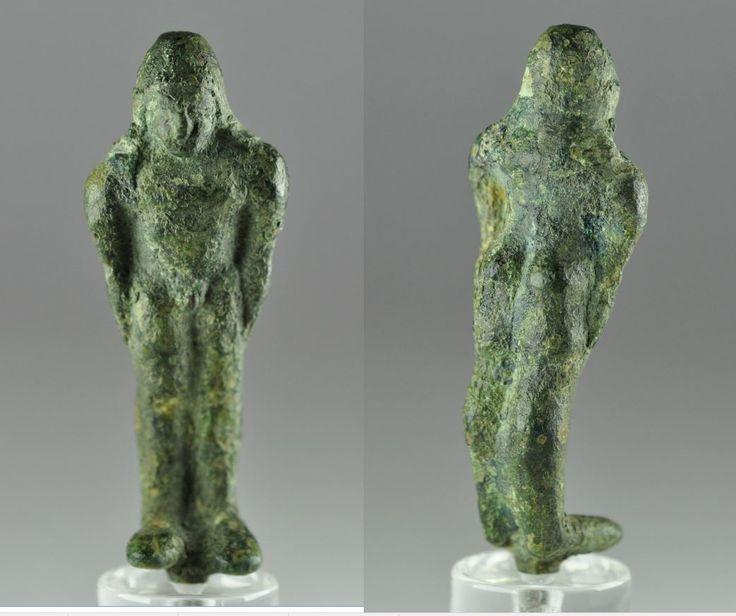 Bronze kouros statue, Greek bronze kouros statuette, 6th century. Greek kouros statue, Greek bronze kouros statue, Greek archaic figure of a Kouros, 6.5 cm high. Private collection