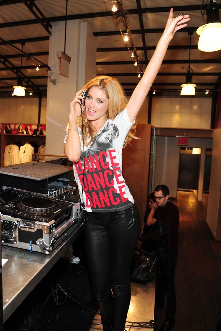 Doutzen Kroes in Armani-shirt voor dance4life.