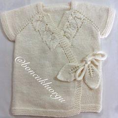 Yapraklı bebek yeleği.  #knitting #knittingaddict #knittinglove #knittingforbabies #bebekörgüleri #bebekyeleği #stricken #strikking #tricot #instaknit #ministrikk #instalike #instagood #siparisalinir #instaknitting