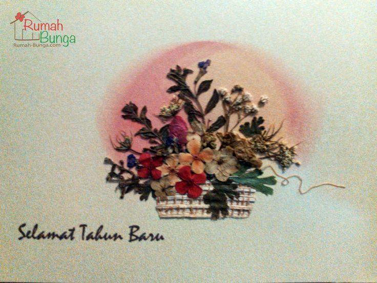 Kartu Tahun Baru berhiaskan bunga kering yang dipres (flower pressed card) dari www.rumah-bunga.com.