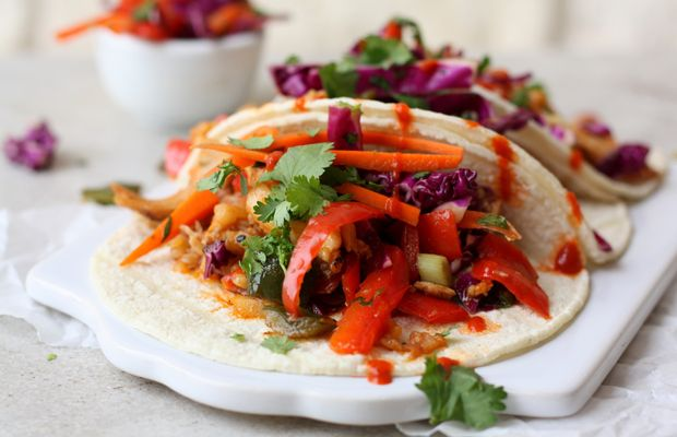 Saucy Asian Chicken Sriracha Tacos with Crunchy Slaw #tacos #tacotuesday