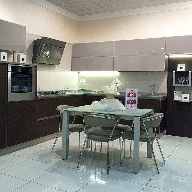 Ecco un altro modello che trovi nel nostro showroom di Modugno (Bari) in via Roma 120. Siamo il più grande centro cucine del sud Italia.