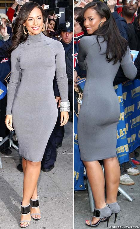 Too tight fit: Singer Alicia Keys' clingy dress proves a bit of a handful | Mail Online