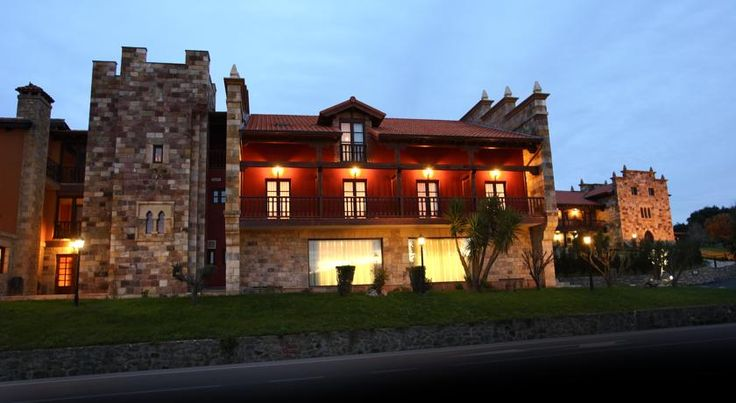Hotel Spa San Marcos Santillana del Mar Situated in Santillana del Mar, 600 metres from Colegiata Santillana del Mar Church, Hotel Spa San Marcos features a seasonal outdoor pool and spa centre.  The building is set in a cosy property with gardens.