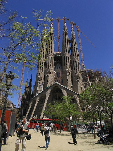Cheap Hotels near Barcelona top attractions