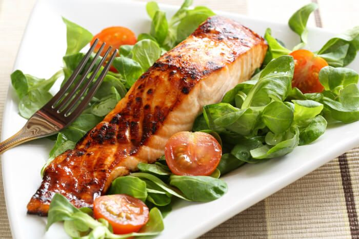 A quick and easy Baked Maple Bourbon Salmon Recipe, perfect for weeknights. Only 6 Weight Watchers Points per serving!