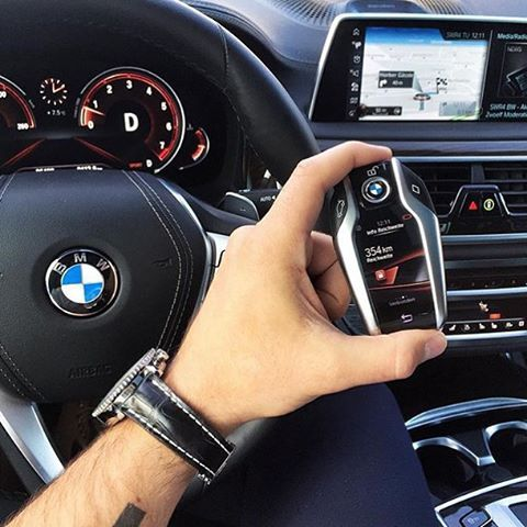 The lates smart key from BMW integrated with 7 series. ------------- Follow me for much more content. Photo credit: @dario496 ------------- #luxuriantcars #luxury #supercars #musclecars #bmw #7series #730d #740d #xdrive #l6 #v8 #turbo #biturbo #engine #750i #750li #760li #v12 #germany #germancars #fromt #thegoodlife #new #newbmw #730d #730xd