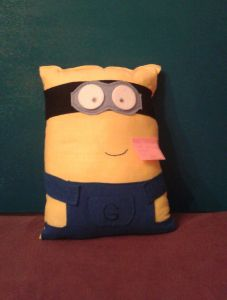 DIY mignon pillow made of recycled t-shirts