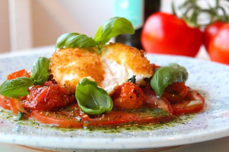 Friterad burrata med tomater och basilika