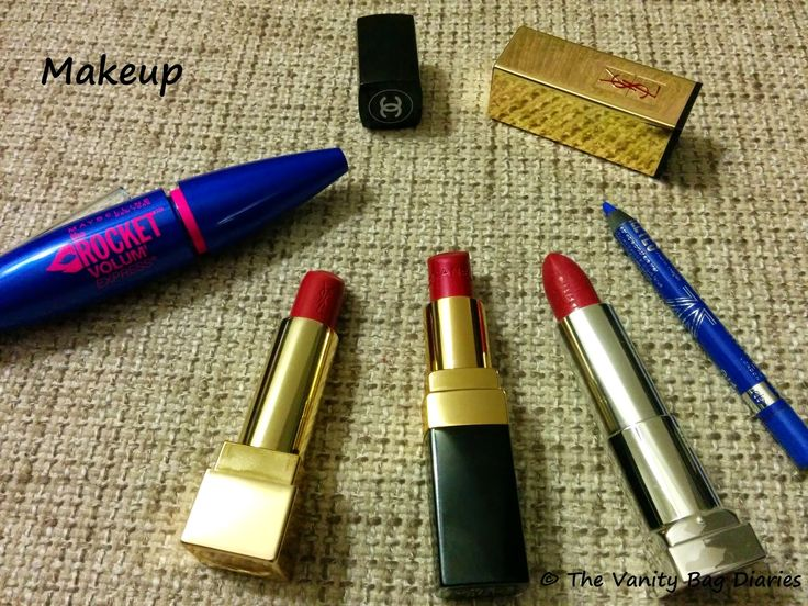 In today's post I am sharing my current favorites. Recently I have been loving pink lips. I have been wearing a lot of YSL Rouge Pur Couture in 'Rouge Vermillion', Chanel Rouge Coco in 'Taffetas Rose' and Maybelline 'Hooked On Pink'. I am absolutely in love with the Rimmel Scandaleyes kajals (review