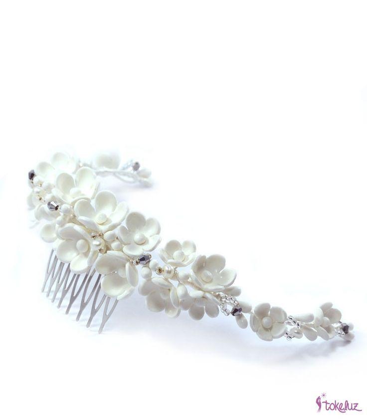 MediaCorona de flores de porcelana fría, perlas de río y cristales…