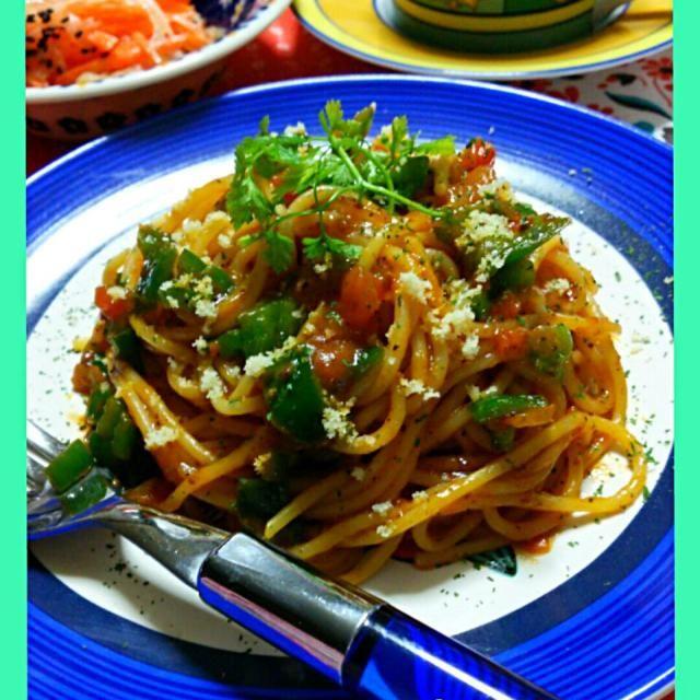 11月29日   仕事から帰宅し  腹ペコ とりあえず  パスタ作って食べました。 今日はソース ひき肉もちょっとだけ入ってます ミートパスタぽいソースパスタの出来上がり。 タバスコかけて    大根と人参のマリネ。   サンドウィッチも2枚食べてた。笑 みなさん  お疲れさまです。✋ - 157件のもぐもぐ - Tomato  sauce  Pasta & Vegetable marinade ♪ by yblueadidas103