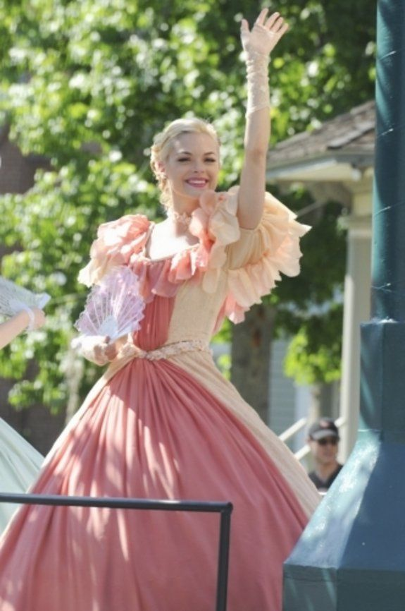 Hart of Dixie | ... Jaime King ) in der Episode Parades & Pariahs der Serie Hart of Dixie