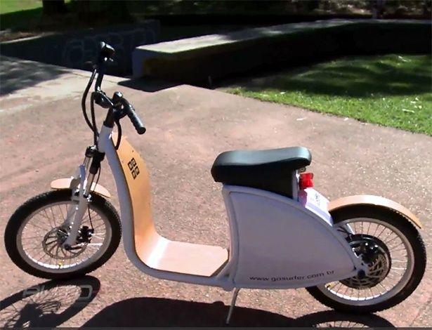 Patinete com pinta de scooter quer ser opção a bike elétrica; assista