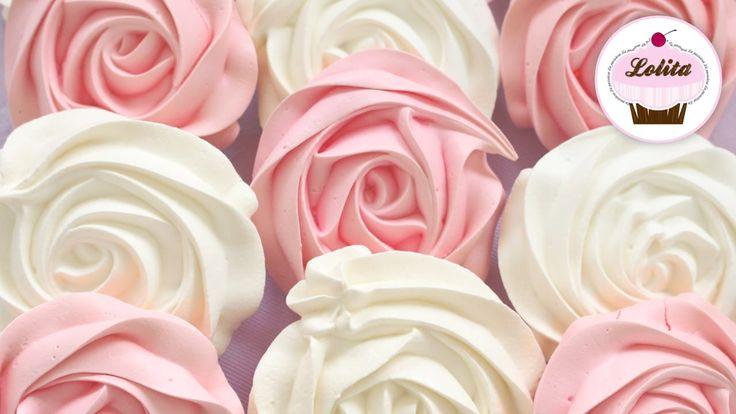 Qué buenas estas recetas primaverales, florales y coloridas sobretodo en años en los que el invierno ha sido duro y que mejor que unos suspiros de merengue en forma de rosas! Sigue bien los pasos del video, porque estas rosas son ideales para decorar postres!