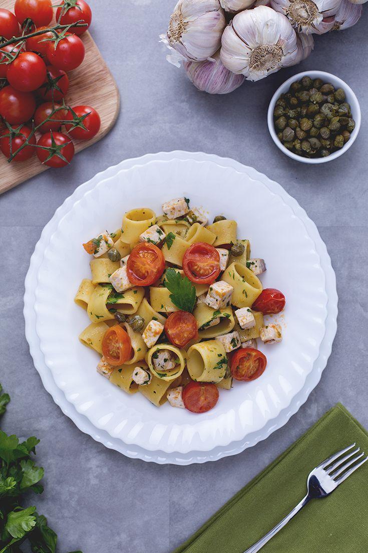 Quando si ha voglia di un primo piatto che rappresenti l'#italia e il #mediterraneo, ecco la soluzione: la #calamarata con ragù di #pesce #spada è una #pasta sostanziosa ma leggera, ricca di sapore! Perfetta per la stagione calda. #ricetta #GialloZafferano #italianrecipe #italianfood