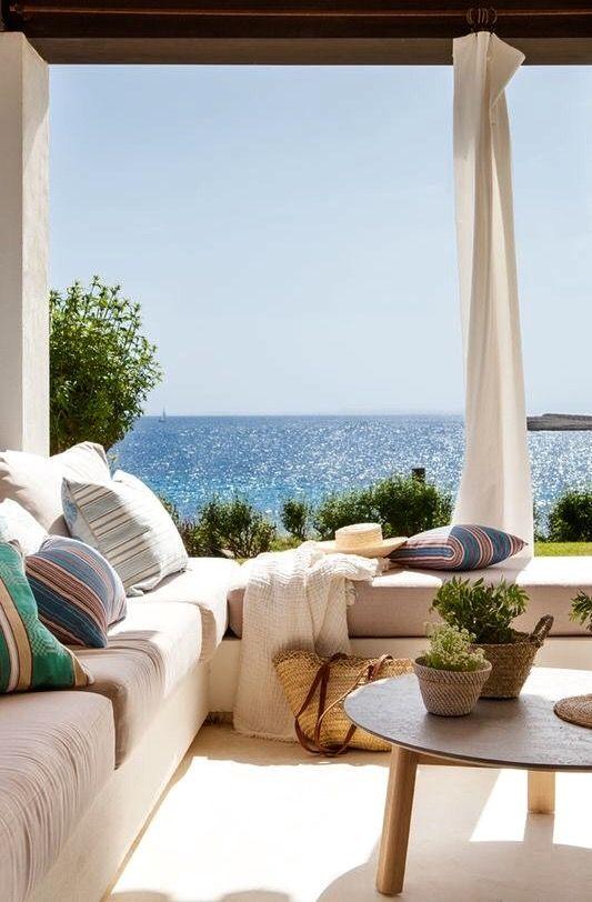 a House in Menorca -- Que el mar entre en casa, ¡por favor! - photos : elmueble