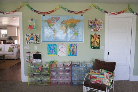 love the light green and the paper chain.  Most of all, love that the HS room is right off of the main living space...i like her floor plan!!!