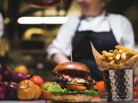Godt nyt til de burgersultne på Amager: @cocksandcows rykker til området lige om lidt - mere info i bio #burger #restaurant #amager#copenhagen #fries #copenhagenfood #cphfood #cphtaste #cphfoodie #instagram