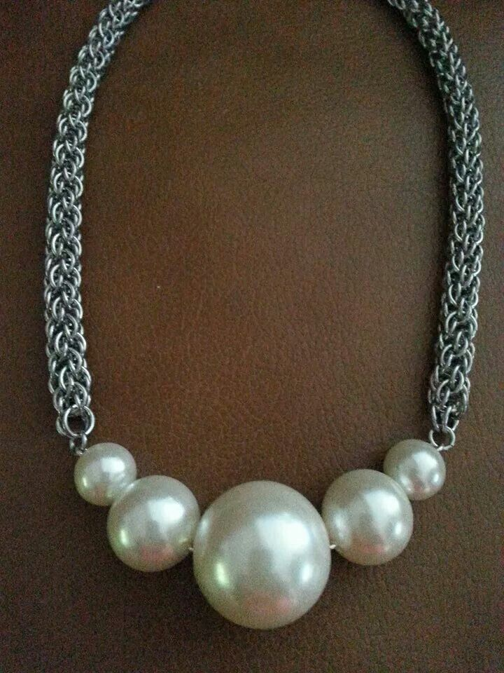 This reminds me of Wilma Flinstone's necklace... LOL... (No link, just pic)