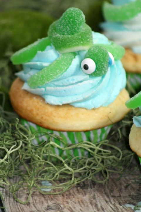 Easy Turtle Cupcake Recipe perfect for an under the sea ocean birthday party! Cute DIY Turtle cupcakes great for baby showers, birthday parties, desserts,