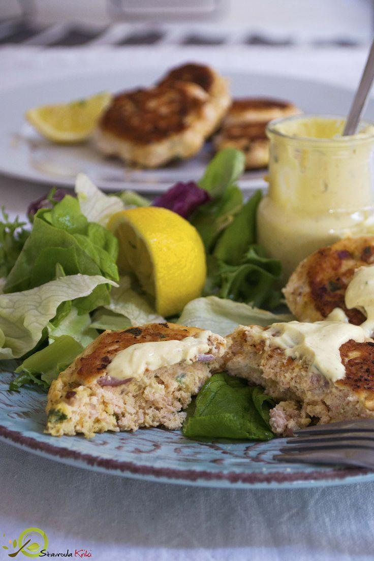 Σπιτικά μπιφτεκια σολομου: Ένα γρήγορο γεύμα έτοιμο σε μισή ώρα που μπορούν να φαγωθούν είτε σκέτα με σαλάτα είτε μέσα σε μπέργκερ!