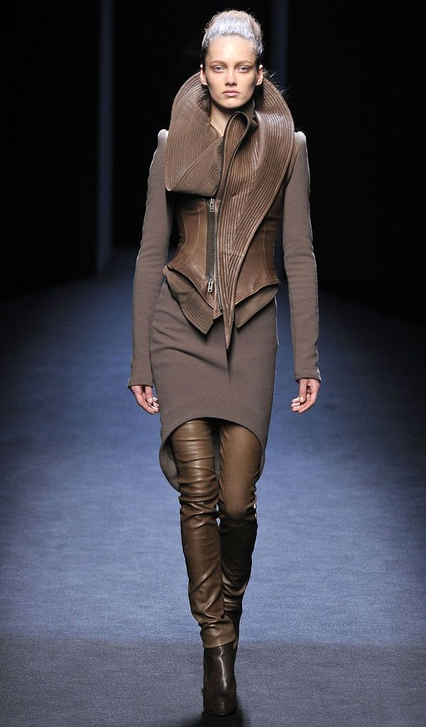 Haider Ackermann structured futurism, Fall 2010 - Fashionising.com