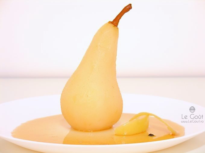 Pere posate in miere cu seminte de anason si piper (Poached pears with anason seeds and pepper)
