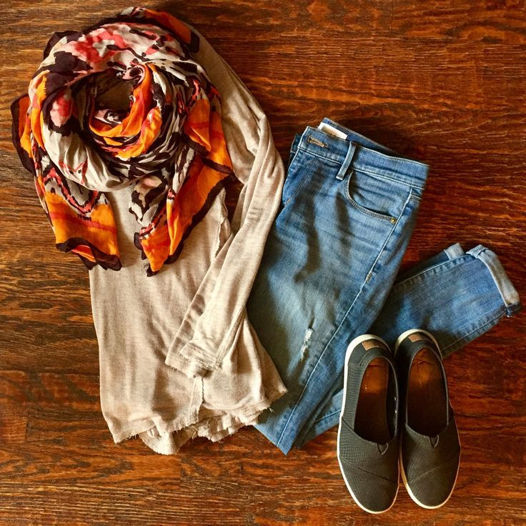 Insta-Style: Five Days of Casual Fall Outfits  : Outfit #1:  Solid Tunic + Printed Scarf + Cuffed Jeans + Sneakers #dailymomstyle #easyoutfits #packinglists #style #getyourprettyon