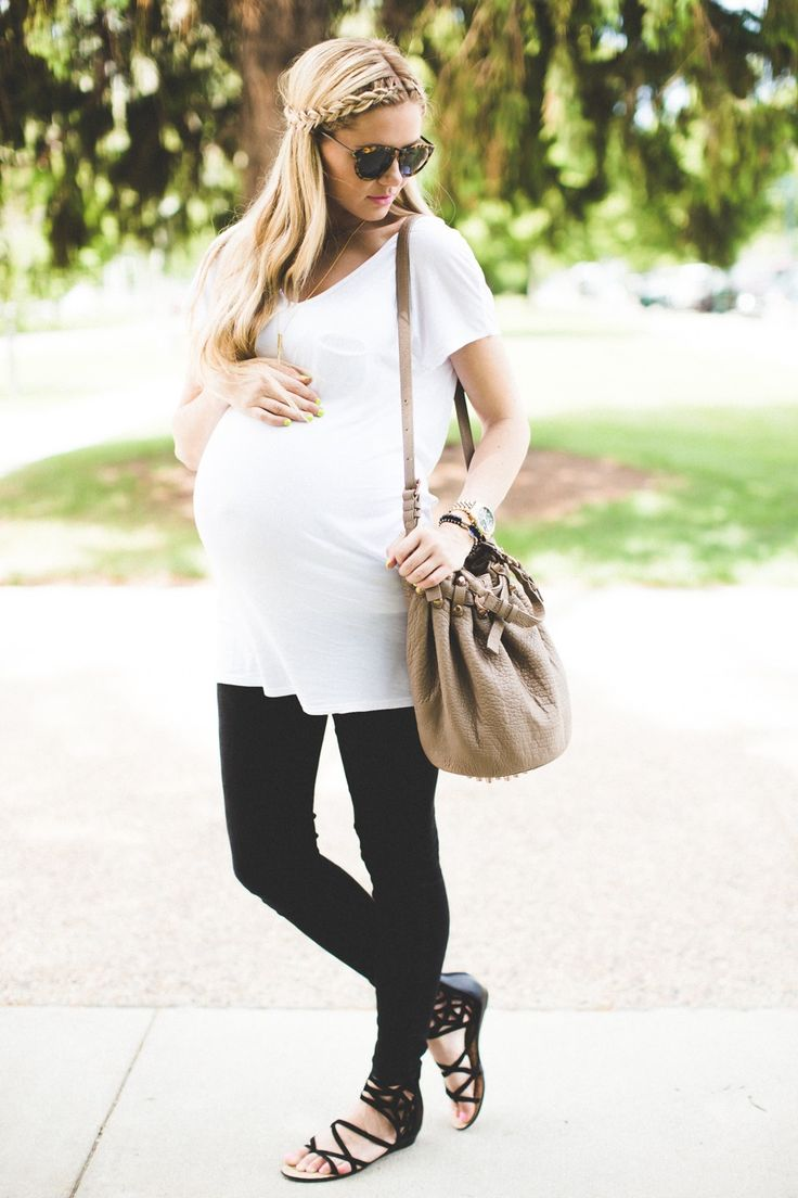 Over sized tee and leggings for easy #maternity chic #maternitystyle #stylishpregnancy