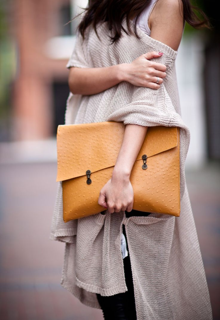 Wendy Nguyen's Homemade faux ostrich clutch. Makes me want to bring out my sewing machine!!!