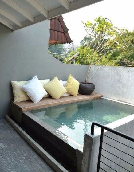 Piscinas peque as para patios peque os patios hot tubs for Patios pequenos