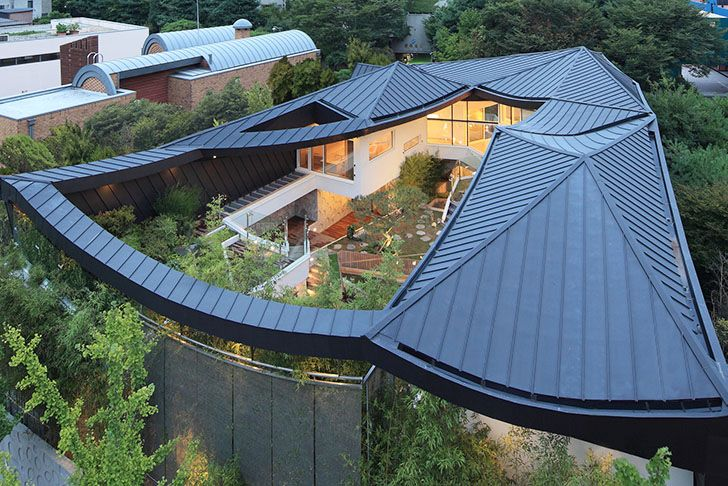 Stunning South Korean Courtyard Home Balances Tradition With Modern Design