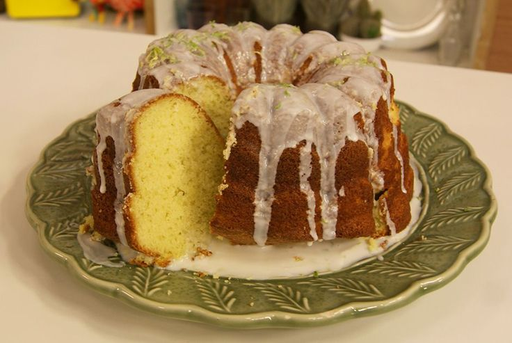 Aprenda a fazer a receita de Bolo de Capim Santo e Limão
