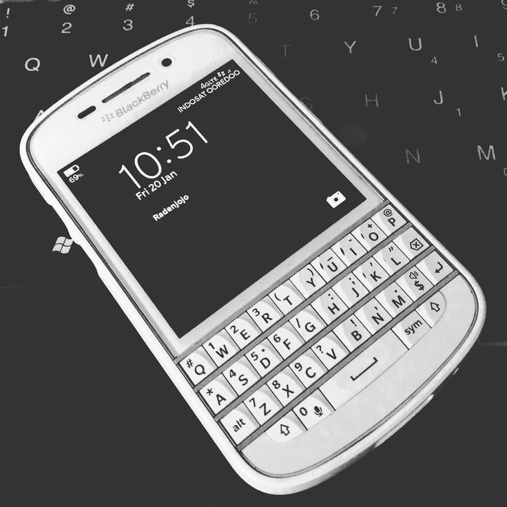 #inst10 #ReGram @radenjojo: :: Still believe in you..... Black-berry-white #blackberry #q10 #blackberry10 #blackberrys #bbq10  #BlackBerryClubs #BlackBerryPhotos #BBer #RIM #QWERTY #Keyboard