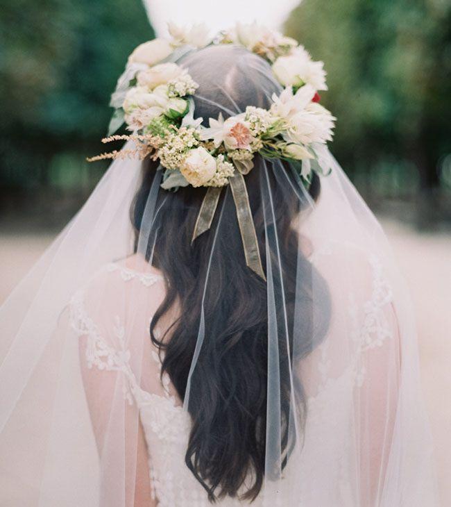 ヴェールの上から花冠♡ 素敵です!  Photography by Laura Gordon // Styling by Wedding Sparrow // Flowers by Bo Boutique