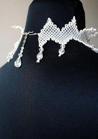 Купить или заказать колье 'Ледяной хрусталь' в интернет-магазине на Ярмарке Мастеров. Прозрачное, 'тающее' на коже колье... В колье использован прозрачный и белый бисер, что делает его похожим на ледяное.