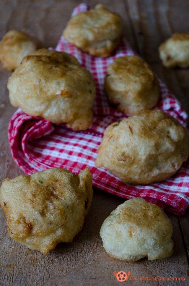 Cod Fritters - Frittelle di baccalà sono dei gustosi e sfiziosi antipasti fritti da portare a tavola come spezza fame nelle occasioni di festa.