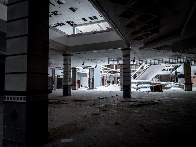 Best Rolling Acres Mall Images On Pinterest Abandoned Acre - 30 haunting images abandoned shopping malls