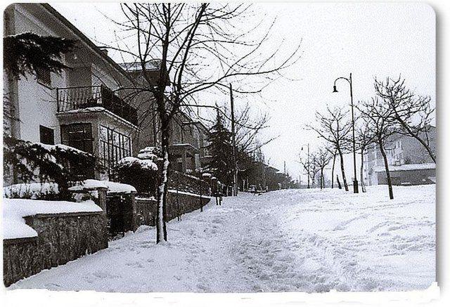 Eski zamanların İstanbul'u Etiler Tepecik yolu sokak - 1960