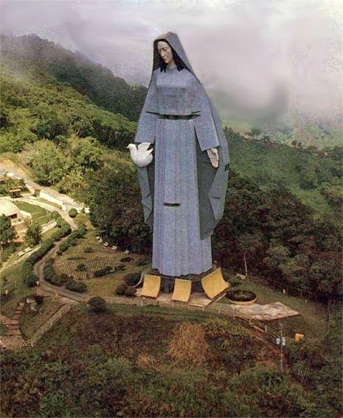 Monumento a la Virgen de la Paz en Trujillo, Venezuela.