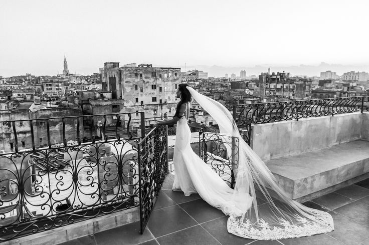 Wedding Photography in Havana for unique couples, Havana Cuba Fine Art Wedding Photographer, Getting married in Havana, Top Wedding Venues in Havana, Breathtaking Wedding Photos in Havana, Romantic Weddings in Havana Cuba, Bride on Havana Rooftop