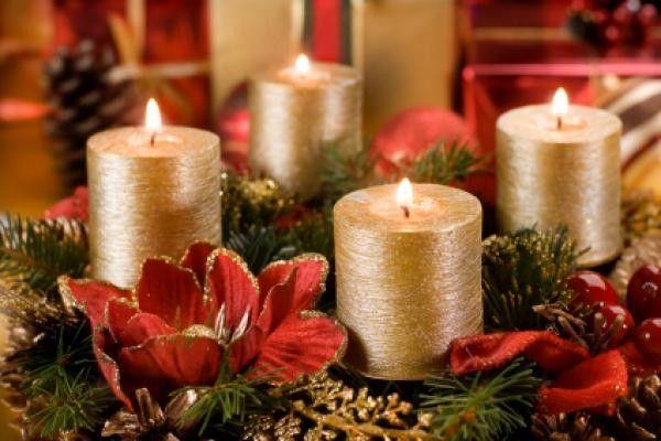 goldene Kerzen-Weihnachtsblumen