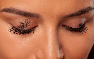 Probieren Sie diese Mascara-Tipps, wenn Sie mit ständigen Flecken zu kämpfen haben. #HowToApplyMascara … – Clumpy Mascara