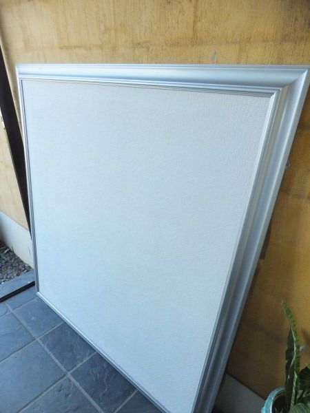 Large Framed Elegant Pin board / Notice Board / DisplayBoard for photos, Posters, Promotions etc Large elegant display boards with a touch of class. Frameanything from Wedding seating arrangements to Menu plans through to comingattractions or even to create a montage of images to tell a unique story in aunique way in an interesting medium!Let your imagination guide you and frame and displaywhatever you wish to!Can be used almost anywhere from the boardroom to bedroom! Why to buy: Large…