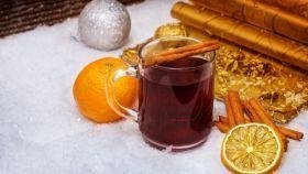 Punč z červeného vína s rozmarínom