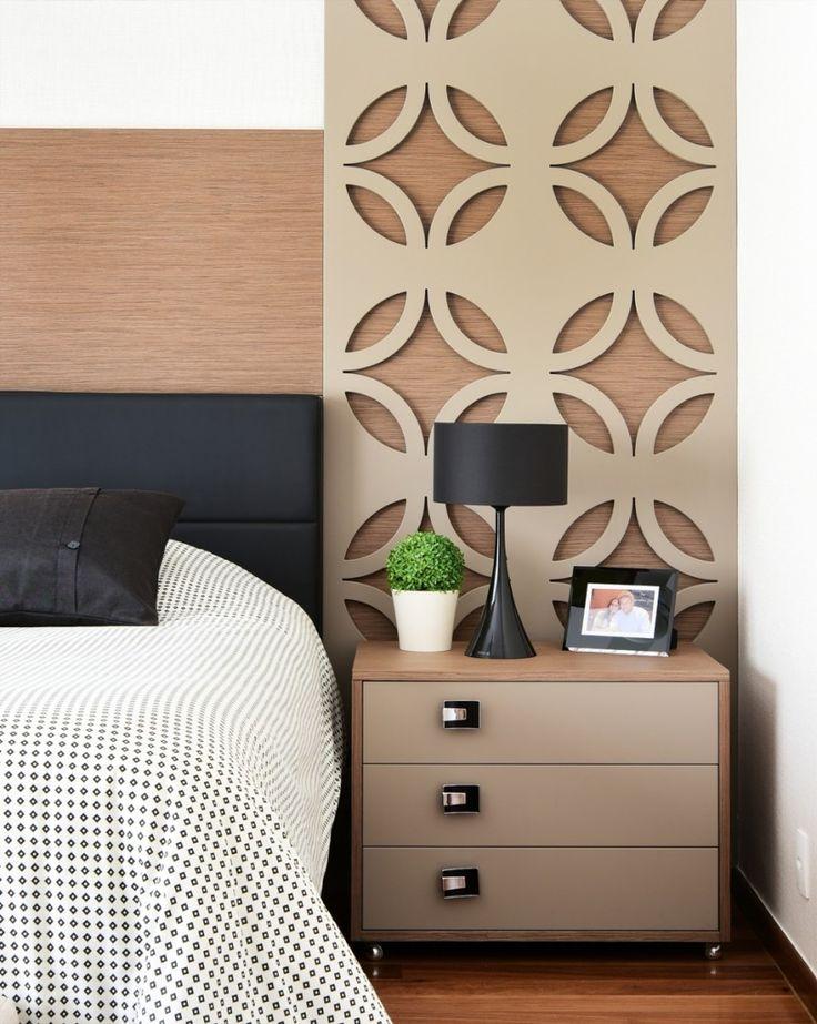 O espaço amplo permitiu que o quarto do casal ganhasse dois ambientes: Área de…