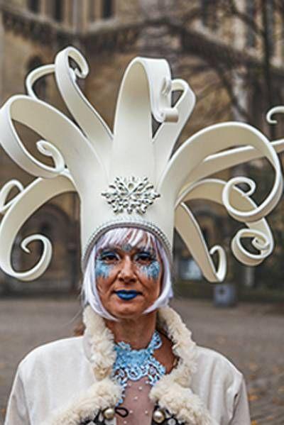 Foampruik / foamwig / pruik / wig made of foam from FollyFoam. Great for carnaval, fasching, cosplay, theater, dragqueen, etc.