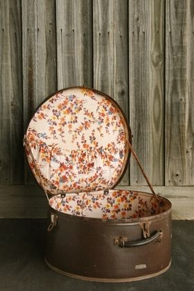This could work also for a travel case!!!! Vintage Hat Box #2 - 24 Thrones