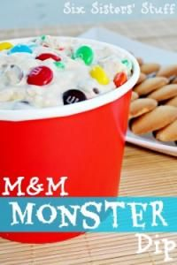 Six Sisters M&M Monster Dip is so delicious. Dip in vanilla wafers and graham crackers! #sixsistersstuff